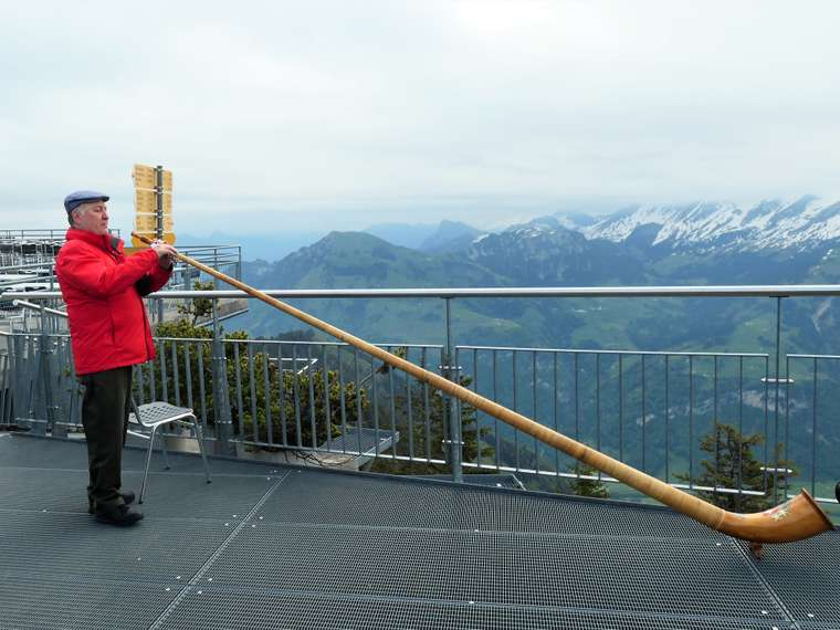 Alpenhorn Player on Stanzerhorn May 2019.jpg